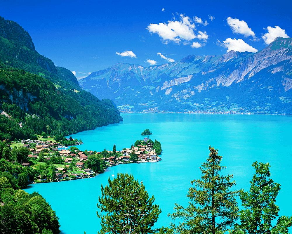 Озеро Бриенц в Швейцарии
